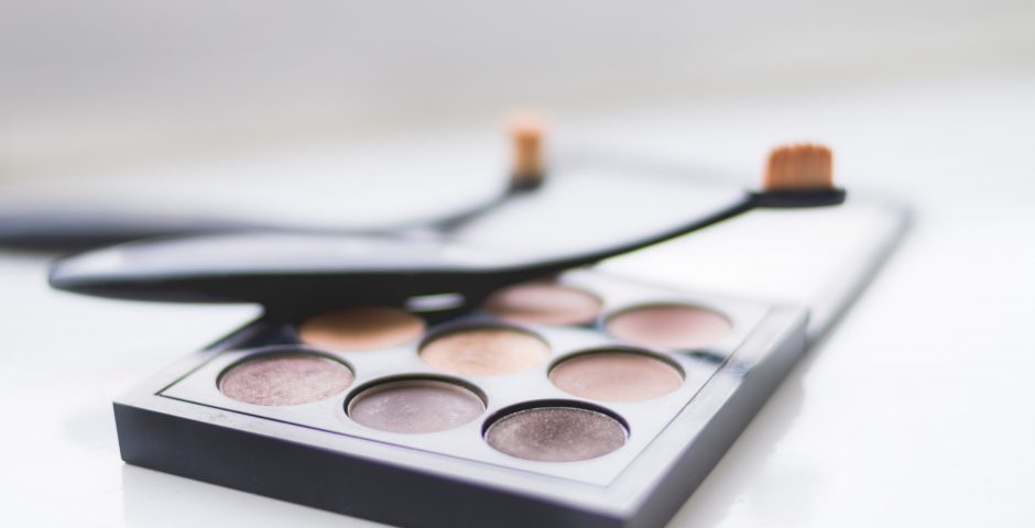 MAC Neutral Eyeshadow with Artis Makeup Brushes